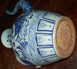 Large Ewer with Aquatic Scene - Chinese Blue and White Porcelain