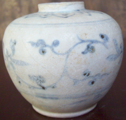 Jarlet with Leaf Scroll - Chinese Blue and White Porcelain