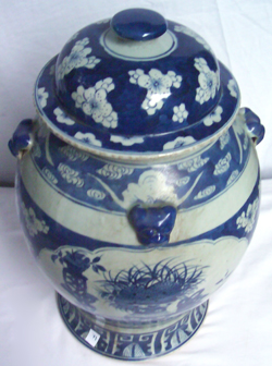 Large Covered Vase - Chinese Blue and White Porcelain