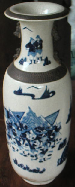 Large Temple Vase with Martial Scene - Qing Dynasty Chinese Porcelain