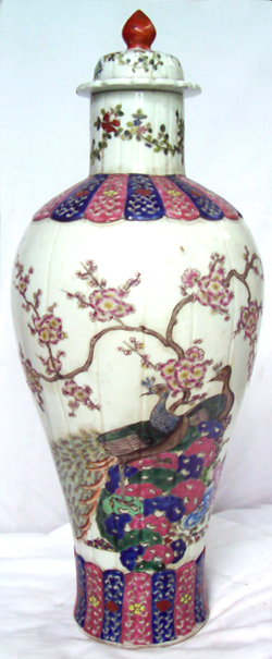 Covered Vase with Peacocks - Qing Dynasty Chinese Porcelain