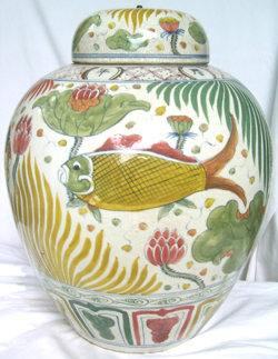 Large Guan with Fish Scene - Qing Dynasty Chinese Porcelain