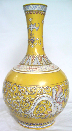 Bottle Vase with Dragons - Qing Dynasty Chinese Porcelain